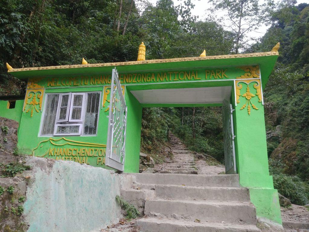 কাঞ্চনঝঙ্গা জাতীয় ঊদ্যানে প্রবেশের গেইট